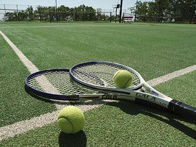 テニスを始めるのは、今からでも遅くない。まず何から始めるべき?
